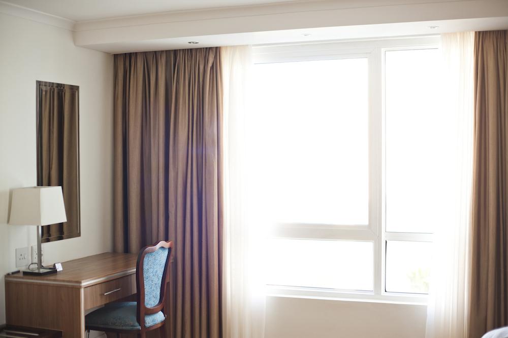 Sơn Quỳnh chuyên cung cấp rèm vải chuyên dụng cho khách sạn.