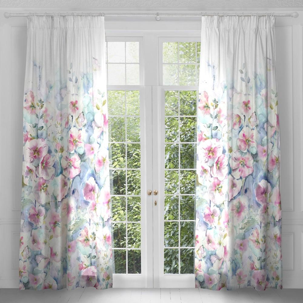 Mẫu rèm vải đặc trưng cho mùa hè.